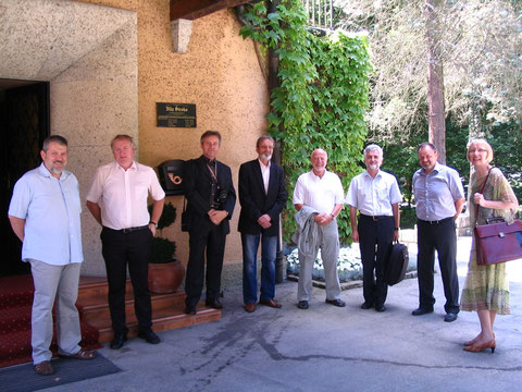 Zbor udeležencev pred Vilo Široko
