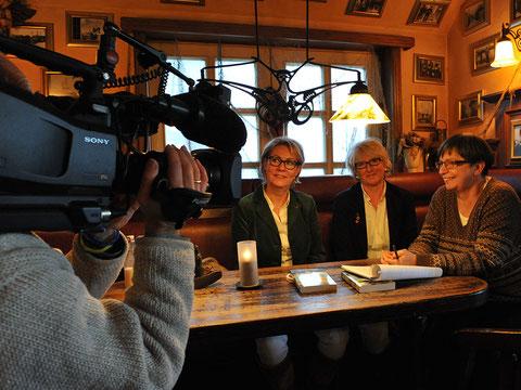 Christiane Franke und Cornelia Kuhnert während der Dreharbeiten © Pressefoto