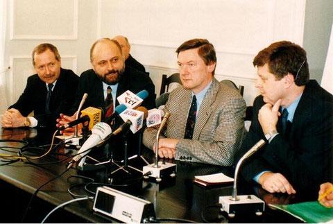 1996 mit Verteidigungspolitikern in Warschau