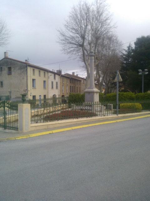 Monument aux morts de Latour de France où naquit Barde