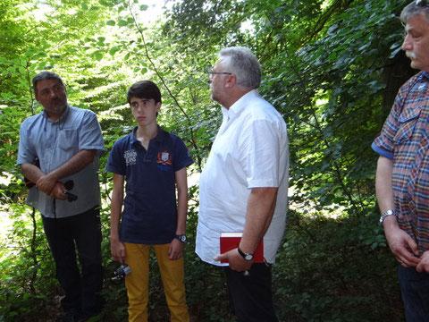 Jean Michel, son fils Nicolas, le maire Hary Schneider