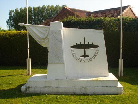 Monument aux Groupes Lourds à Elvington