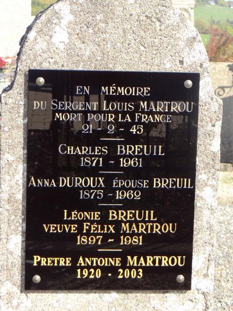 Stèle de la tombe familiale à Laveissière Cantal