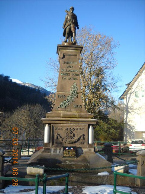 Le monument aux morts de Laveissière où figure le nom  de Martrou
