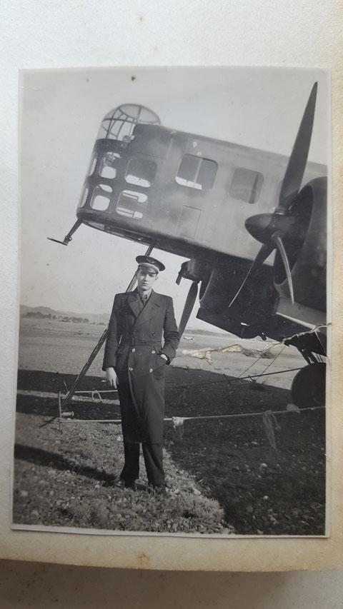 Edouard Joumas devant un Bloch 210 certainement début 1940 au GB II/32  3 ème escadrille