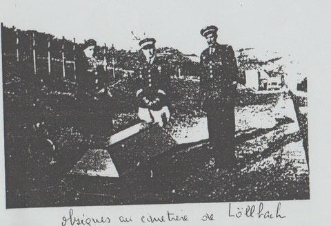 Inhumation d'un des cerueils au cimetière de Löllbach en mars 1946