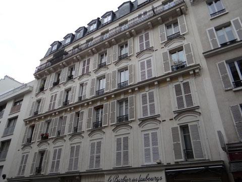 Cet immeuble au pied de la butte Montmartre