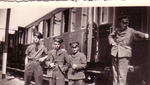 Barde et des amis en gare de Marrakech en 1941-1942