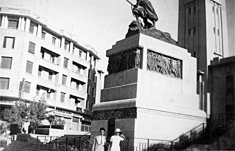 autre vue du monument aux morts de Mostaganem collections anciens de Mostaganem