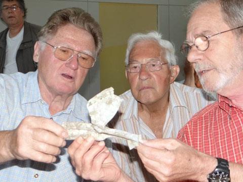 Débris du NA547  en 2013 conservé par une habitante de Löllbach et offert par elle àJean Michel Gravaud