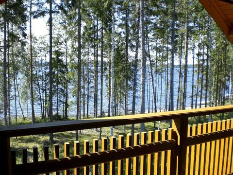 Großer Balkon mit direktem Blick auf den See, Südseite.