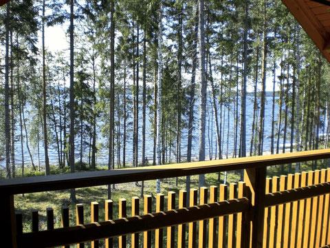 Genießen Sie Wellenrauschen und direkter Blick auf den See von Ihrem großen Balkon. Ungestörtes privates Sonnenbaden inklusive.