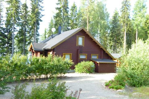 Sunny Mökki Sysmä. Gemütlichkeit und Aktivitäten inmitten der schönsten Inselwelten des großen Päijänne See Nationalparks.
