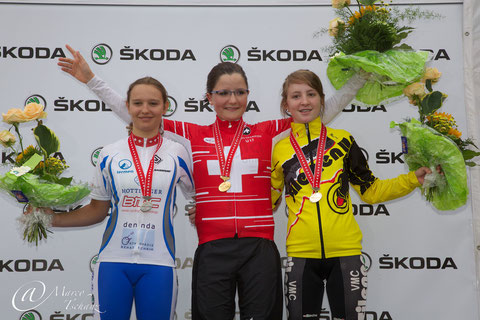 Podest Frauen U17: Sabrina Lüscher (2.), Ramona Bärlocher (1.) und Myriam Zberg (3.)