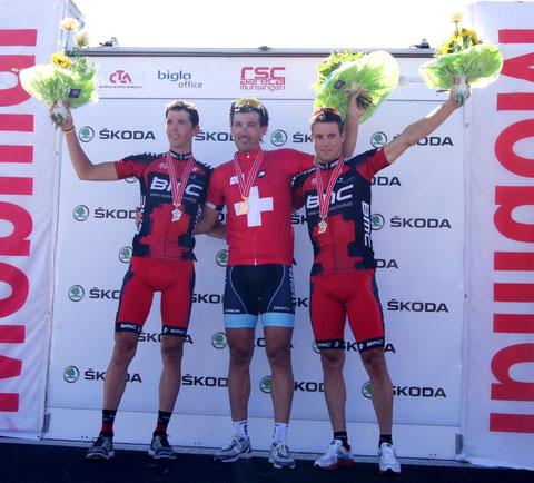 Podest Elite: Steve Morabito (2.), Schweizermeister Fabian Cancellara und Martin Kohler (3.)