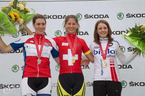 Podest Frauen U19: Linda Indergand (2.), Jolanda Neff (1.) und Larissa Brühwiler (3.)