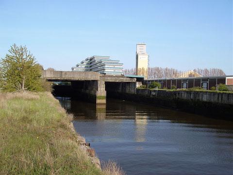 Die Bunkereinfahrt von der Weserseite