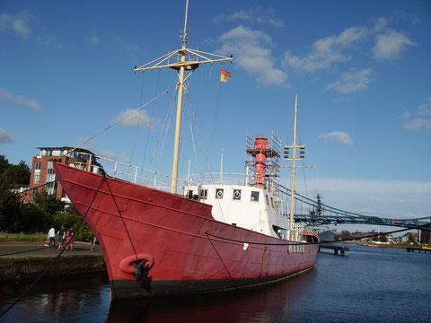 Die Sanierung des Feuerschiff würde ca.800.000 Euro kosten. Der Unterhalt des Schiffs würde ca.100.000 pro Jahr kosten.
