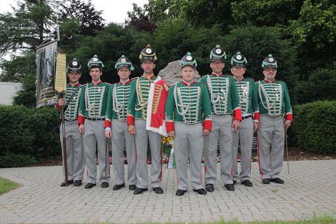 Die Schill'sche Offiziere vor dem Denkmal