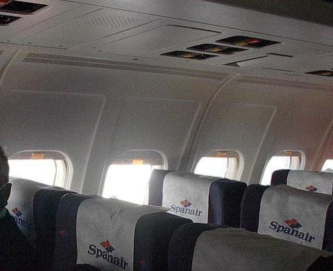 Große Fenster und ein zeitloses Wanddesign zeichnen die MD-80 aus/Courtesy: Spanair