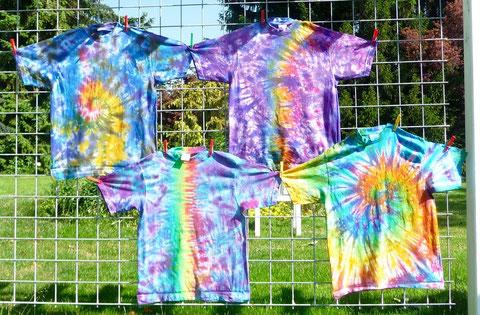 Morgen früh werde ich weitere drei T-Shirts batiken, hoffentlich reicht die Farbe.