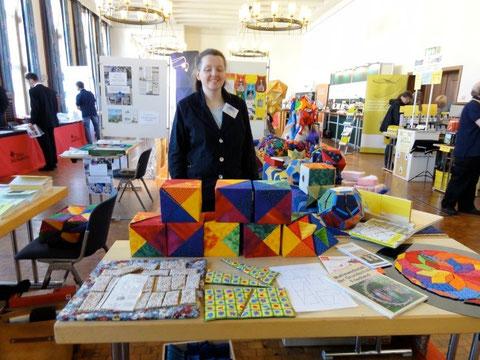 The artist for patchwork puzzles and quilts in the math workshop of elementary school in Friedland. Here: visiting the university of Mainz in Germany, STEM congress 9. april 2011.