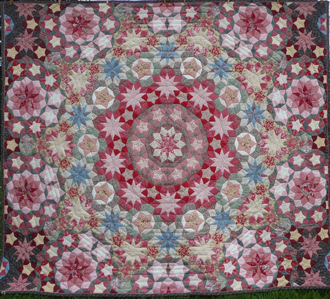 La passacaglia Ballet Penrose EPP Quilt is finished - 06. August 2016