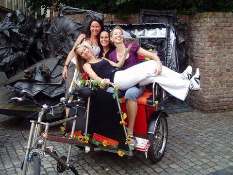 gut gelaunte Damenriege in der Altstadt
