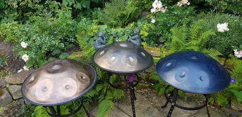Handpans im Garten