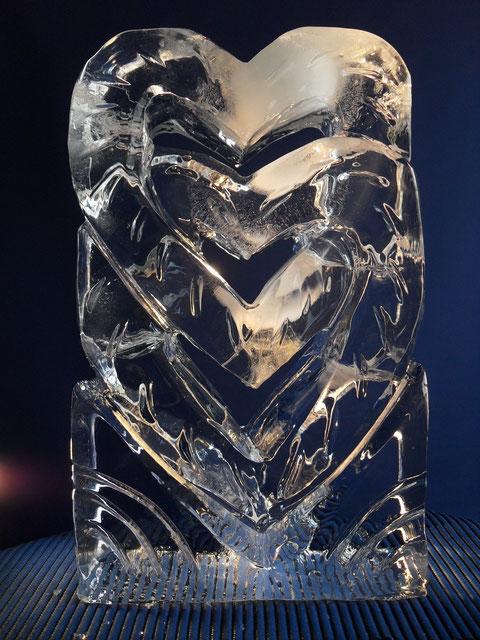 Hochzeitsdekoration Eisskulptur : Verschlungene Herzen übereinander