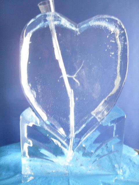 Schnapsrutsche in Herzform für Hochzeiten. Natürlich auch mit eingefrästen Namen erhältlich !