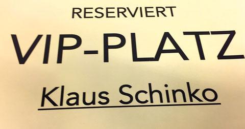 A-Führungskräfte bekommen bei mir übrigens immer eine VIP-Behandlung inklusive einer 24-7 offenen Fragehotline auf mein Privathandy :-)