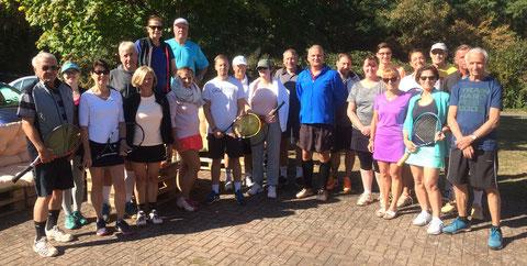 Die Teilnehmer am Abschluss-Schleifchenturnier des WSV Aschaffenburg vor Turnierbeginn..