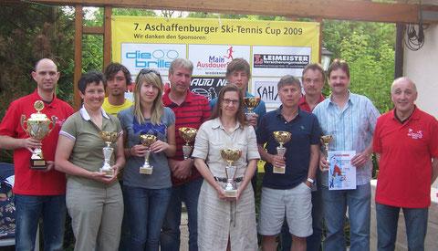 Markus Wengerter (Tennis-Abteilungsleiter), Tanja Repp (WSV), Uwe Breunig (PWA), Katharina und Peter Siemes, Beate Trapp, Johannes Siemes (alle WSV), Michael Ries (TC Obernau), Michael Kempf, Georg Grieb (beide WSV) und Klaus Bergmann (1. Vorsitzender).