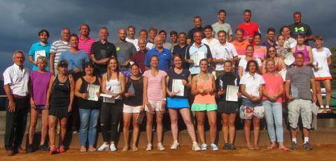 Sieger und Platzierte bei den Aschaffenburger Tennis-Stadtmeisterschaften 2017..
