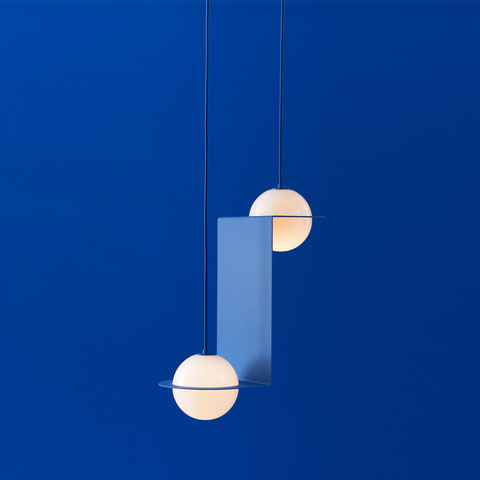 Suspension Opaline, Suspension Design Bleue, Globe Opaline, Globe Design, Suspension Globe, Luminaire Globe, Luminaire Boule, Suspension Boule, Plafonnier Boule, Suspension Globe, Plafonnier Globe, Globe Light, Design Insolite, Luminaire Moderniste