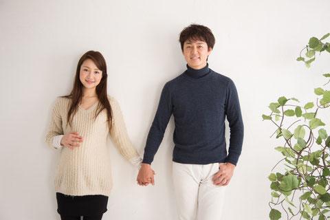 仲の良い若夫婦