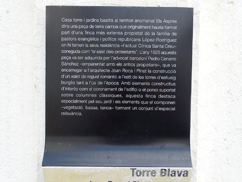 Tafel am Eingang zur Villa Blava, die die Familie López Rodríguez erwähnt