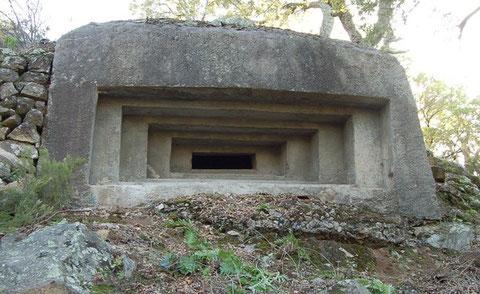 Bunker bei Jonquera - weitere Bilder unter dem Text      (Bild: www.lesfortalesecatalanes.info/es/bunkers-de-la-jonquera.html)