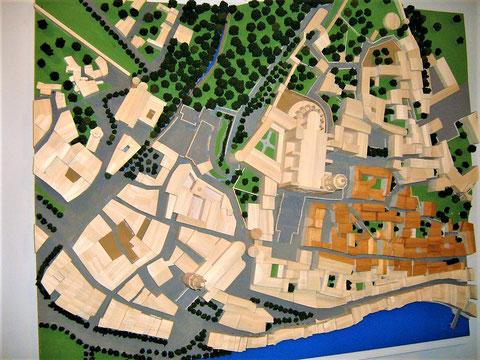 In diesem Modell ist das alte jüdische Viertel mit braunen, grau unterlegten Gebäuden gekennzeichnet. Die Kathedrale befindet sich im linken oberen Bereich. Die Strasse Força zieht sich am unteren Rand entlang  (Quelle: www. seamp.net)