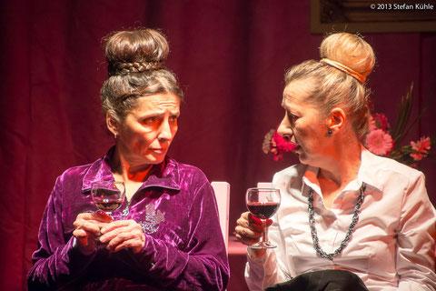 Theater an der Volme, Hagen 2013: Bettina Stöbe (l.) und Beate Wieser (r.) Fotos: Stefan Kühle