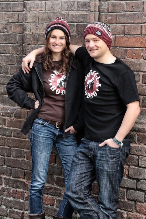 Marina und Florian sind glücklich. Endlich haben sie was ordentliches anzuziehen.