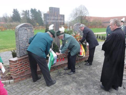Kranzniederlegung am Volkstrauertag auf dem Friedhof bei der Mühle