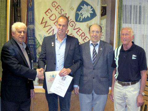 2. von links: Der neue 1. Vorsitzende des GV Edelweiß Winkels - Mathias Krebs - 2016