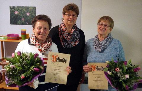 Ehrungen - Karin Friedrich (60J),  Vorsitzende  Sieglinde Bürger, Hildegard Höchemer (25J) - 2016
