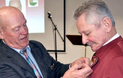 Goldener Ehrenkranz für den 1. Vorsitzenden Ewald Schmück - 5.11.16