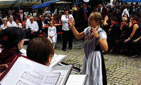 Offenes Singen - 150 Jahre FSB - Oberelsbach - Chorleit.-Premiere - Mirja Betzer -010712