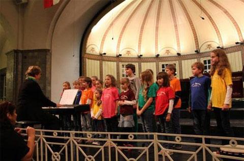 Kinderchor beim Gruppenchorkonzert 2014 - Leitung: Annemarie Kreuzer