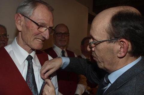 Ehrung - Chorleiter Kurt Distler - 60 Jahre Aktives Singen  070315