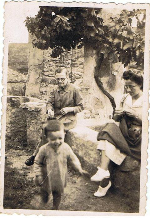 Mi Abuela mi Tia i yo En la acienda de Copons.